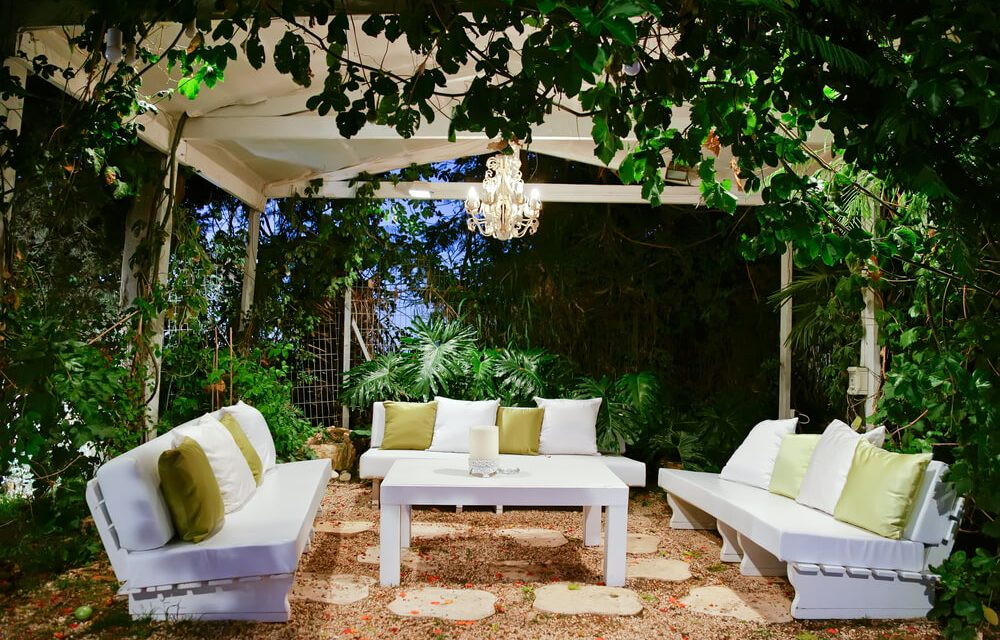 Reasons to Include an Outdoor Lounge in Your Backyard